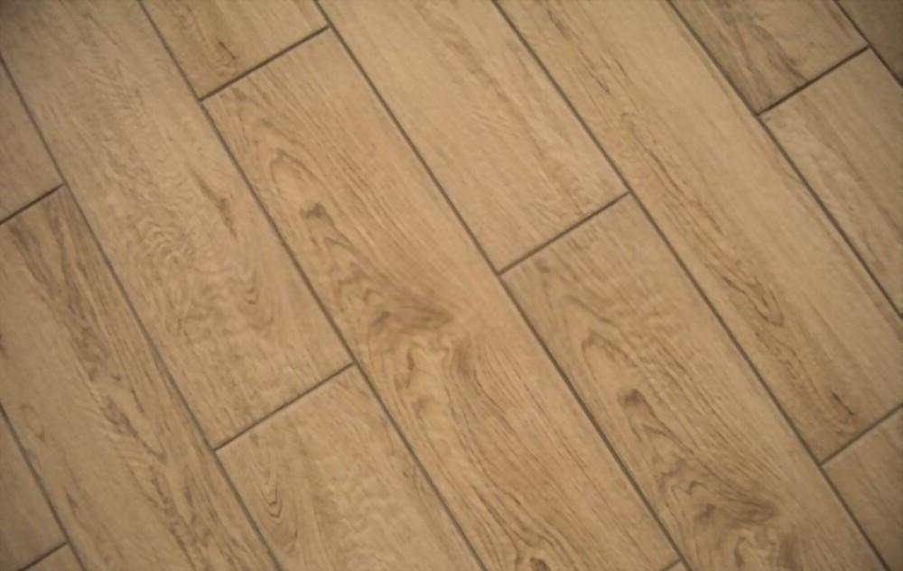 suelo porcelánico madera